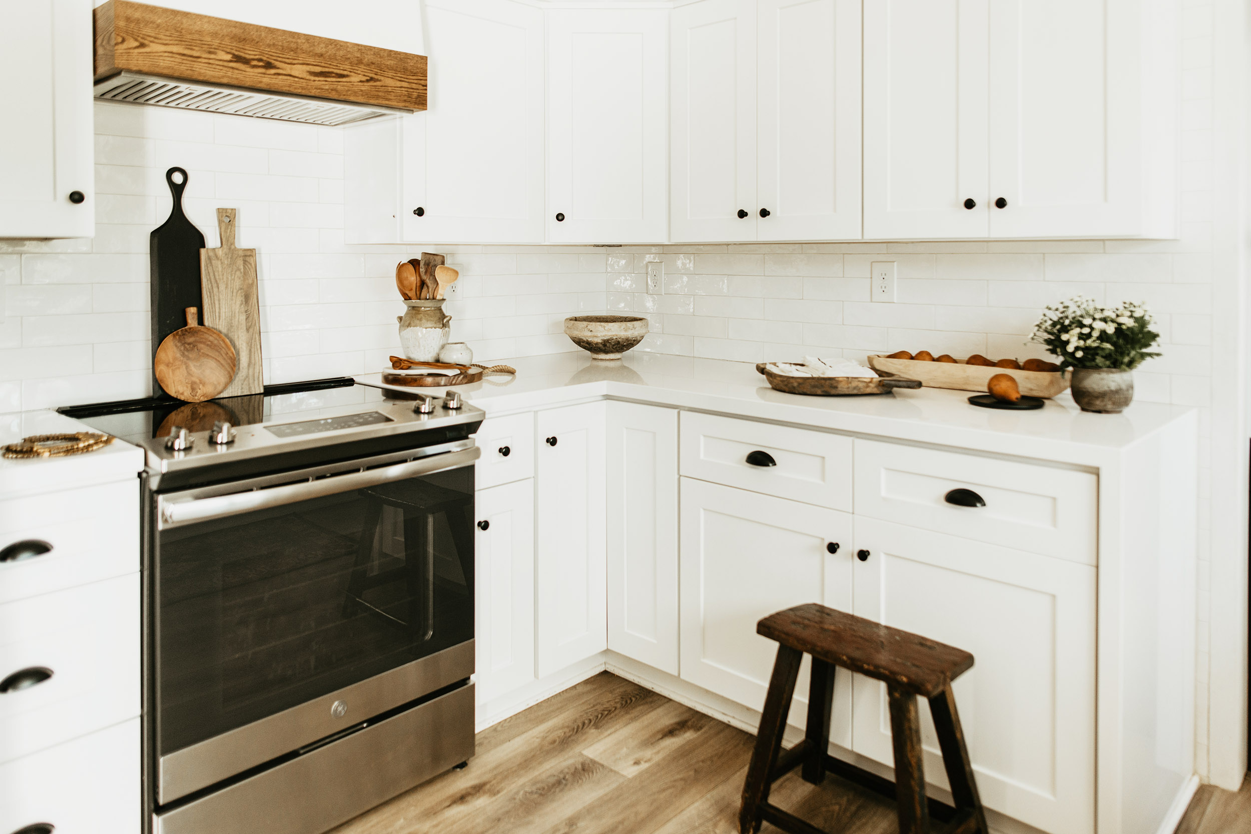 White Kitchen Cabinets: Get That Modern Farmstyle Look